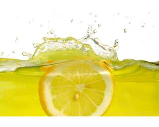 Livingwalls Fototapete «Lemon slice in water» 036680